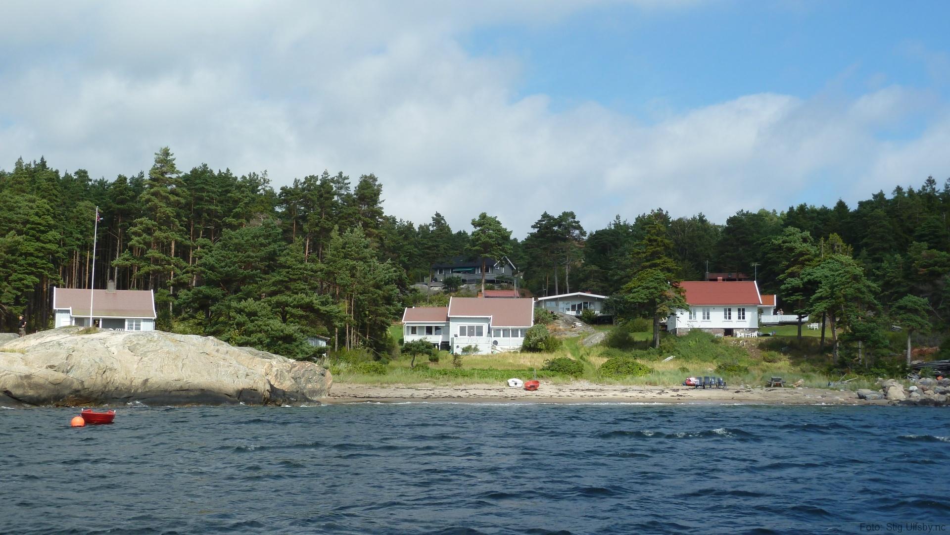 Hytter på Gjøkvika på Søndre Sandøy, Hvaler juli 2010
