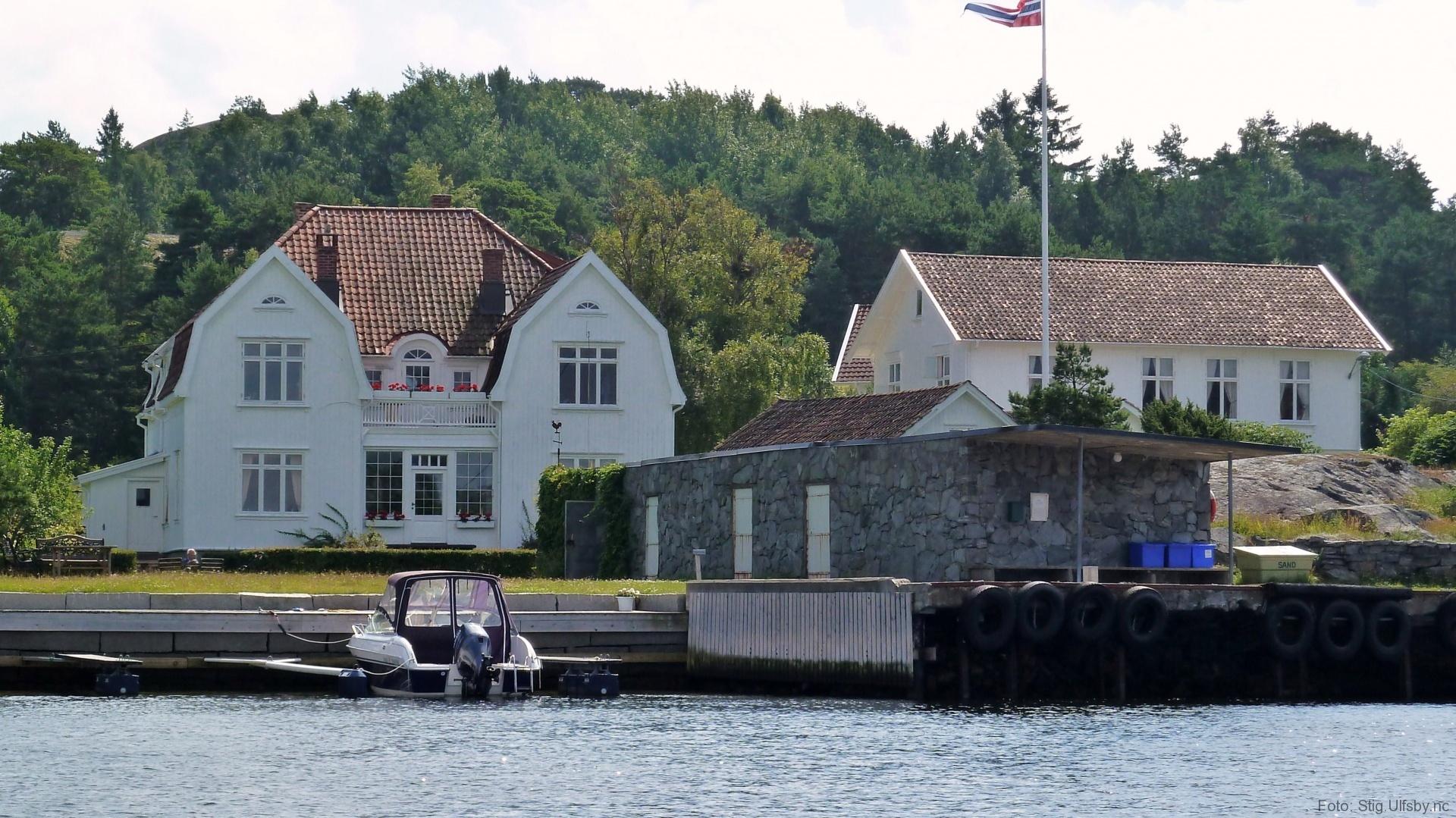 Den gamle butikken og postkontoret Buvika i Gravningsund, Søndre Sandøy, Hvaler juli 2010